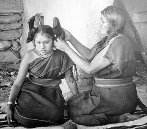 681px-Hopi_woman_dressing_hair_of_unmarried_girl
